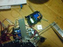 無免許科学者のブログ-別のロボを解体しつつ組み立て